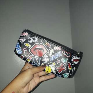 Pouch (makeup kit)