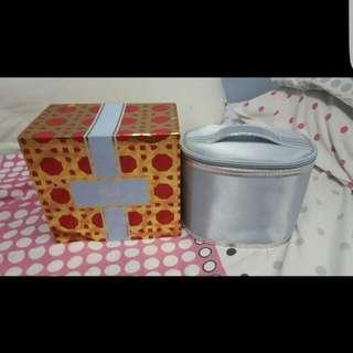 Estee Lauder Make up bag