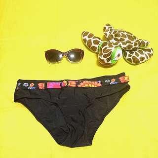 Bikini Bottom with floral belt
