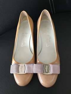 excellent condition authentic Ferragamo nude patent pumps - 5d - fits 5.5-6 low heel