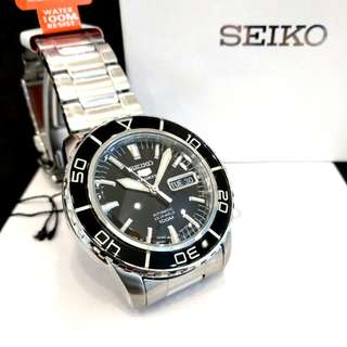 * FREE DELIVERY * Brand New 100% Authentic Seiko 5 Sports Mens Automatic Dress Watch Dome Glass & Black Silver Index SNZH55 SNZH55J