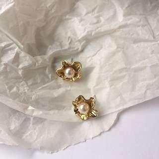 🚚 韓國 金屬珍珠花朵耳飾