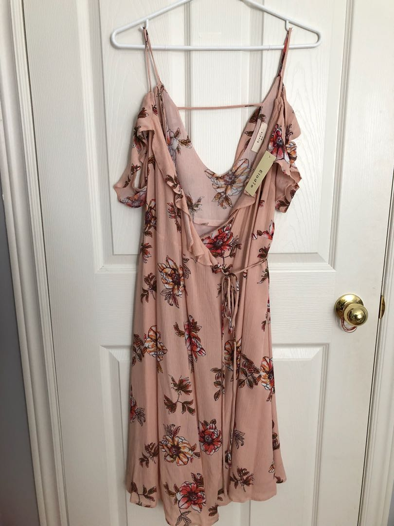 *💃🏻 PRICE DROP 💃🏻 * Floral wrap dress with shoulder detail - Size M - New with tags!