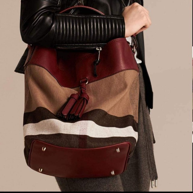 Carousell의 Burberry Ashby Check Canvas Bag e7fa07465ed06
