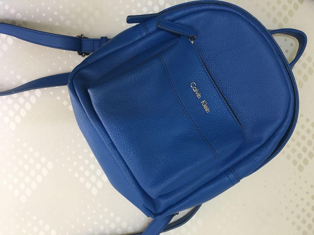 foto de Calvin Klein Hailey City Backpack, Women's Fashion, Bags & Wallets ...