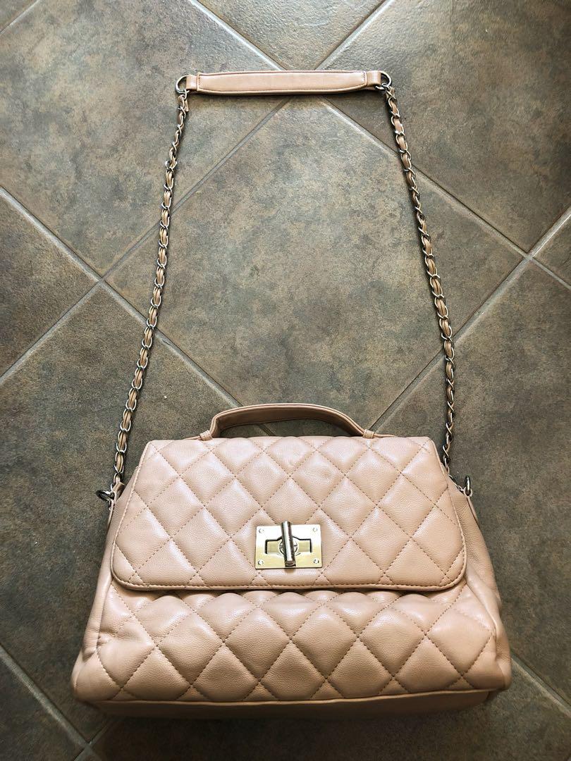 Cute medium-sized purse for spring 🌸