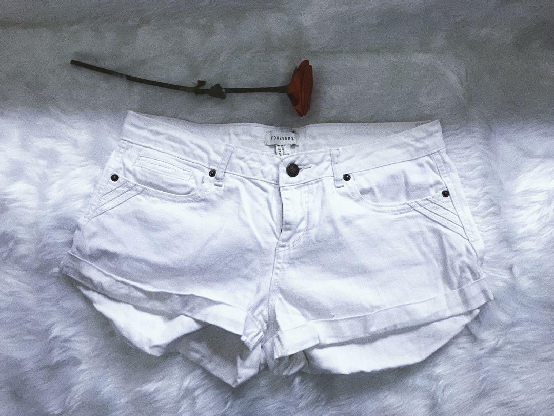 F21 White short size • 29