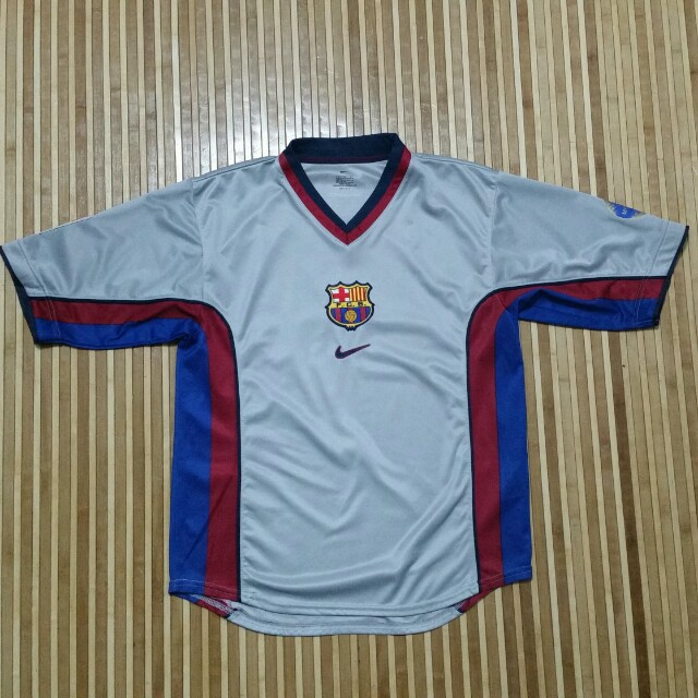 quality design 989ac d02c2 Vintage FC Barcelona 2000/2001 Jersey