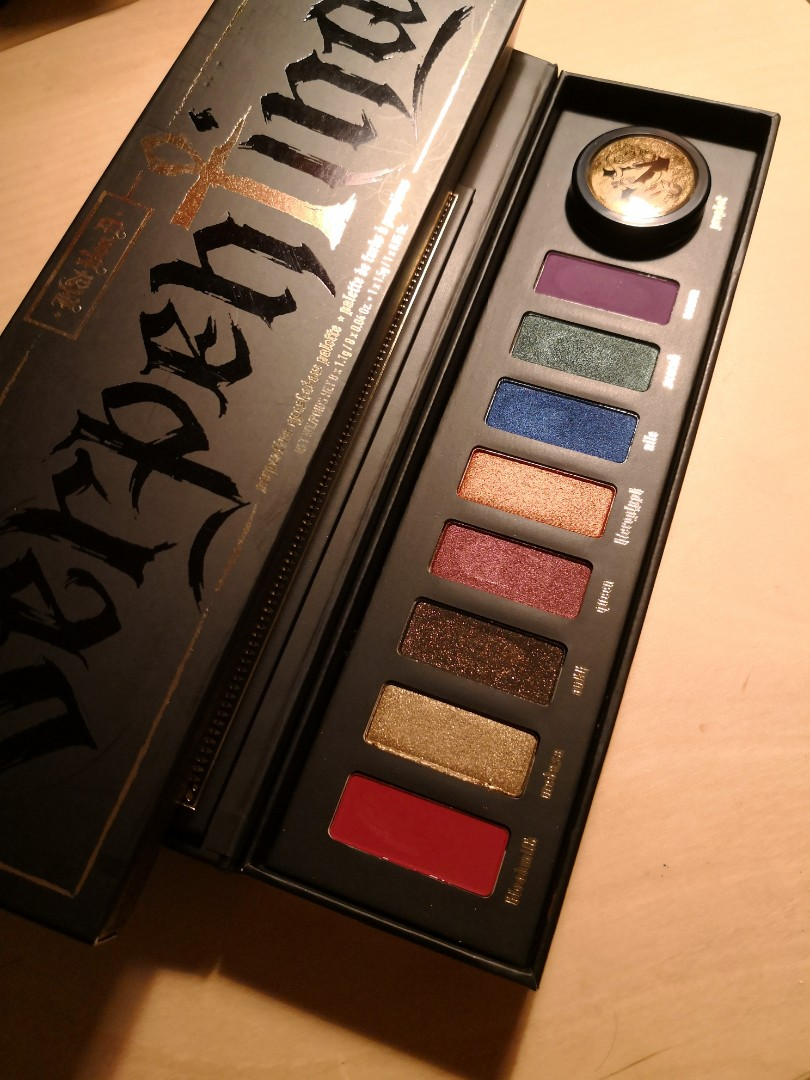 Kat Von D Serpentina Eyeshadow Palette Health Beauty Makeup On