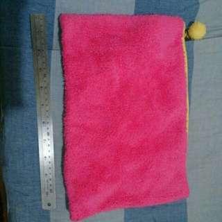 🚚 粉紅毛毛 A4拉鏈包
