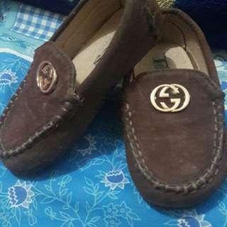 Sepatu suede coklat