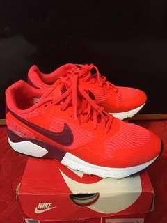 Nike 亮跑鞋