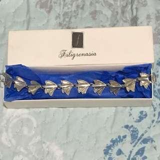 Filigrenasia fan bracelet
