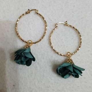 Flower loops earrings