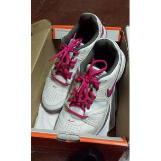 Almost brand new Original nike shoes for women