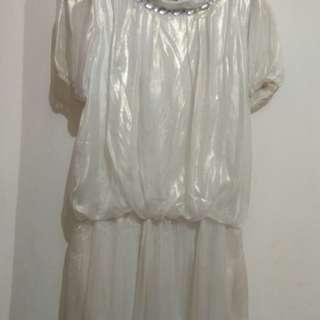 Dress putih satin kaca
