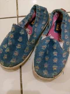Sepatu anak ce *