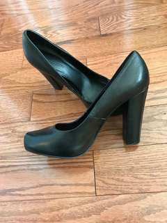 Le Chateau black heels