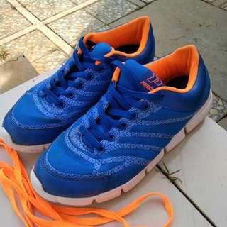 Sepatu sport/running precise
