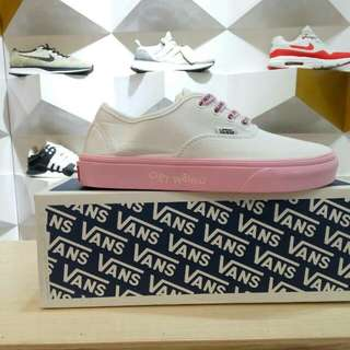Vans auth dallas white pink get weird