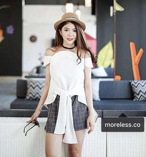 Moreless.co white Lotus top