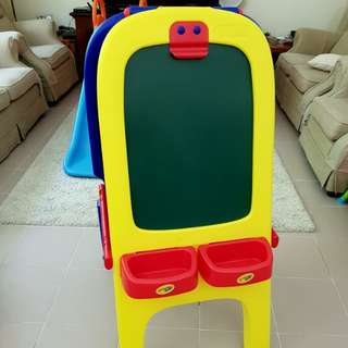 Crayola magnetic double side easel