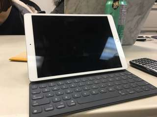 iPad Pro 10.5 inch 64gb with smart keyboard