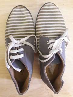 Preloved Sepatu Kets Salur Size 39 Mat Kain Tebel