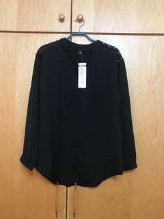 🚚 黑V領扣襯衫