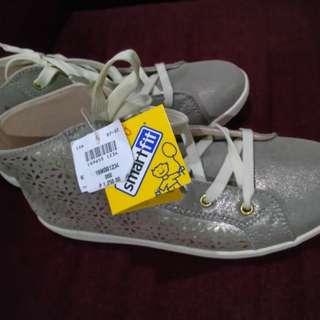 High-cut Gold Shoes