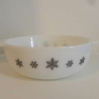 Pyrex 1950's Casserole Dish ( Gaiety Snowflake)