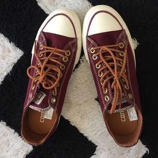 Converse maroon