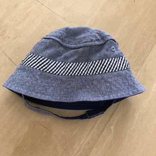 OshKosh B'Gosh Bucket Hat (size 0-9M)