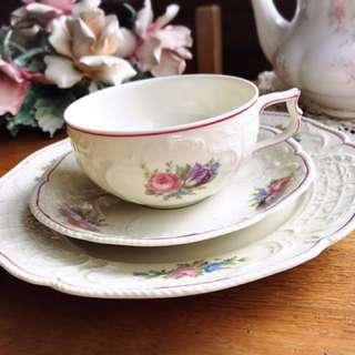 🚚 德國Rosenthal SANSSOUCI聖蘇西宮廷古典浮雕粉紅描邊花卉三件式花茶杯盤組