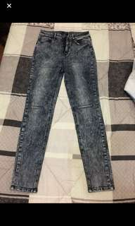 Brand name: Forever 21 HW pants Size: 28 semi stretchablePrice: 380