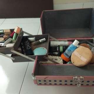 Makeup Case 70% Good Cond