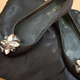 Pretty floral black ballet flats. Perfect for Size 7