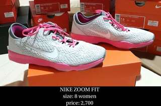 NIKE ZOOM FIT size 8 ( 100% authentic)