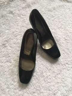 FONDI Black Heels