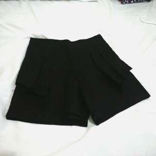 Shopaholic highwaisted pleated shorts