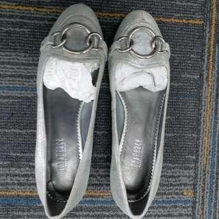 Joy & peace  女裝鞋36碼 $100, 超值! 近乎全新! 只穿過一次,原價998. 西鐵沿線或銅鑼灣mtr。謝