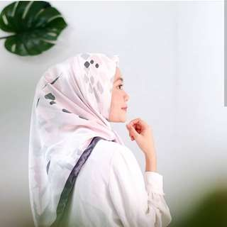 Square Hijab by Dielle