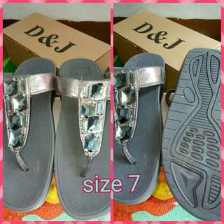 d&j fitflops made in singapore