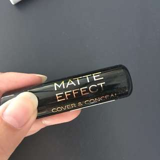 Makeup Revolution The Matte Effect Cover and Conceal