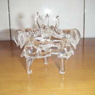 三隻象起舞 玻璃