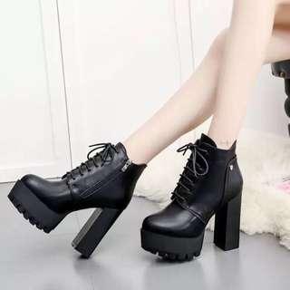 🚚 粗跟綁帶靴