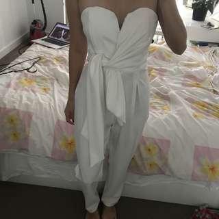 BNWT gorgeous classy White jumpsuit sz M-L