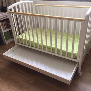 Pali Ciak baby cot. original price 700 sgd
