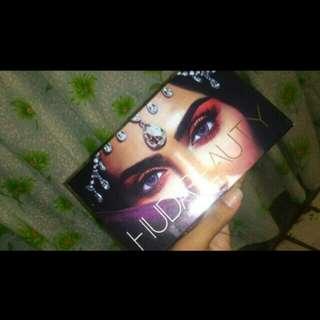 Huda beauty eyeshadow pallette