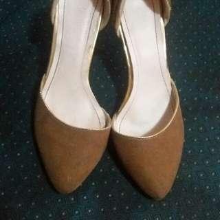 Ledonne brown heels